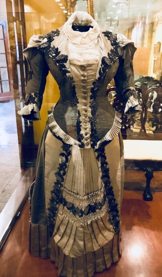 The Boss and I loved this dress! I wouldn't want to wear one every day, but just once, I want to put on a dress like this.